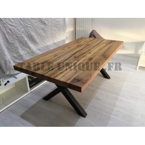 Table en chêne massif avec pieds en métal Vendu 970 Euros