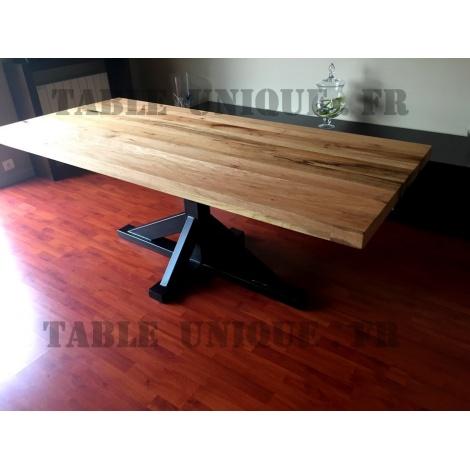 Vendu table en chêne avec pied central en métal