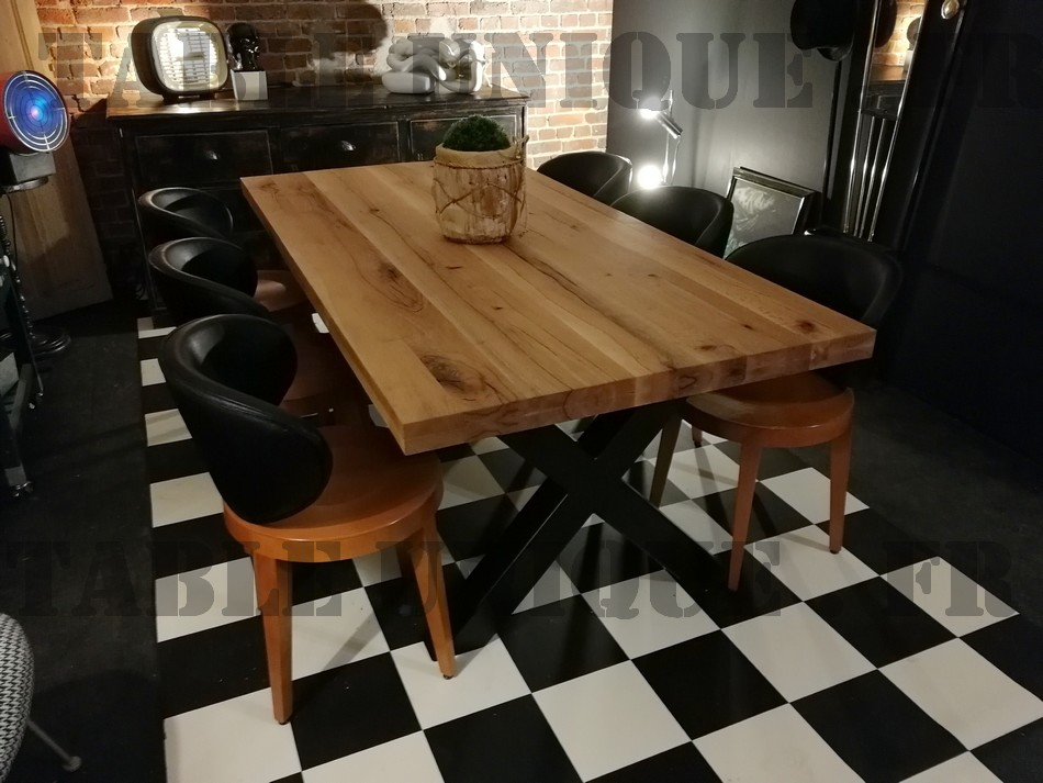 table de salle manger en bois massif vendu 1020 euros. Black Bedroom Furniture Sets. Home Design Ideas