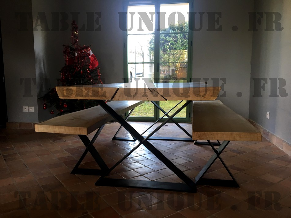Table de salle manger en bois brut massif vendu 1950 for Table salle manger bois brut