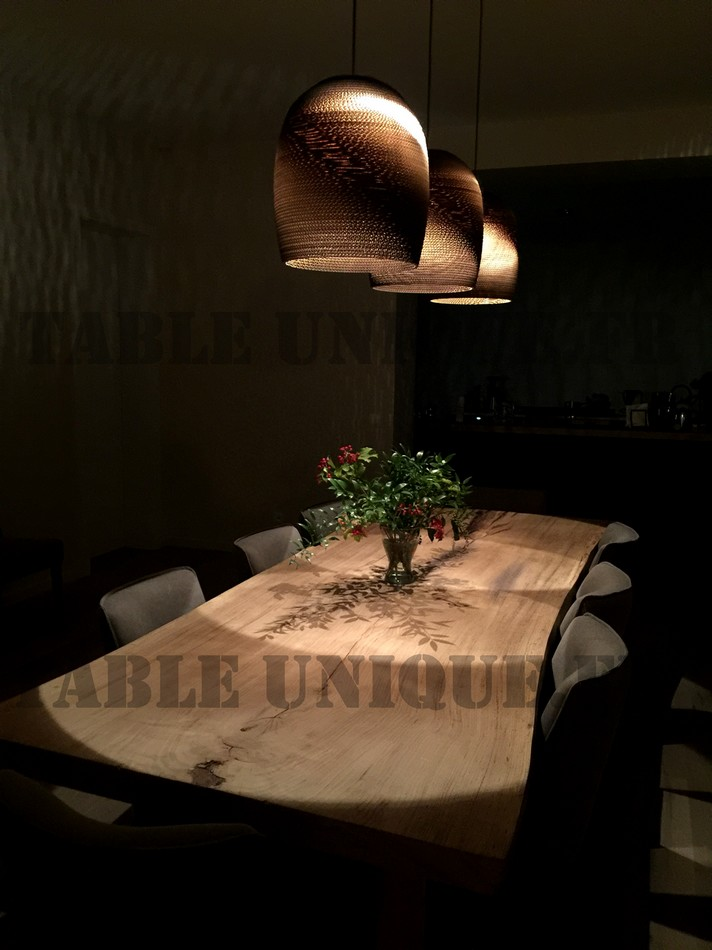 table a manger tronc d arbre fabriquer sa table de jardin. Black Bedroom Furniture Sets. Home Design Ideas