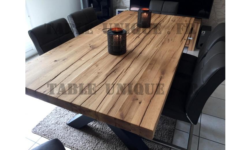 Table de salle manger en ch ne massif avec pieds for Table a manger en chene